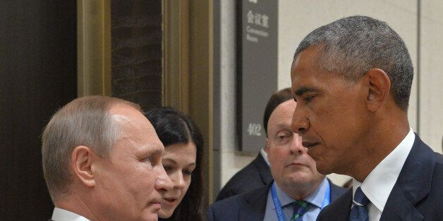 TOPSHOT - Russian President Vladimir Putin (L) meets with his US counterpart Barack Obama on the sidelines...