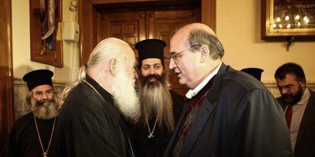 Ο Ιερώνυμος απαντά στον Φίλη και στέλνει στη Βουλή τον κατάλογο των θανόντων κληρικών στο