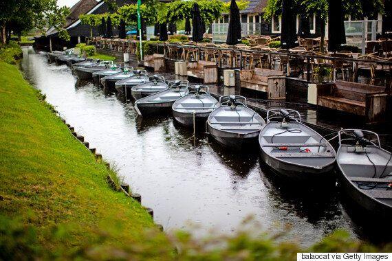 Giethoorn: Η γραφική πόλη της Ολλανδίας που δεν έχει