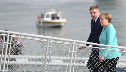 Κρουαζιέρα θα σε πάω.. Δίωρο διάλειμμα από τον στοχασμό για το μέλλον της Ευρώπης με βόλτα στο Δούναβη είχαν οι 27 της