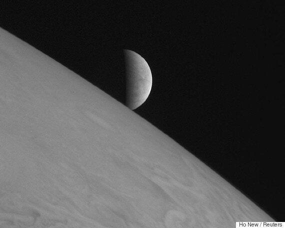 Ευρώπη: Γιατί το φεγγάρι του Δία θεωρείται «δυνατός» υποψήφιος για ύπαρξη εξωγήινης