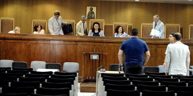 «Με άφησαν γιατί νόμιζαν πως με σκότωσαν» κατέθεσε στη δίκη της Χρυσής Αυγής ο Αιγύπτιος