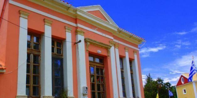 Αγιασμός στο δημοτικό σχολείο της Ερείκουσας αλλά μόνο για τρεις