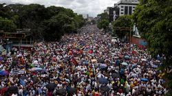 Εμφυλιοπολεμικό κλίμα στη Βενεζουέλα. «Φωτιά» στους δρόμους από υποστηρικτές και αντιπάλους του