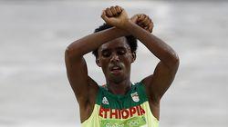 Ο Αιθίοπας Ολυμπιονίκης που φοβόταν ότι θα εκτελεστεί στη χώρα του έφτασε στις
