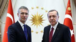 Το ΝΑΤΟ στηρίζει τον Ερντογάν. Το αποδεικνύει η επίσκεψη του Γενς Στόλτενμπεργκ στην