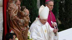 Ο «δυνατός» έρωτας του πάπα Βενέδικτου και οι αποκαλύψεις του συγγραφέα ενός νέου βιβλίου για τον