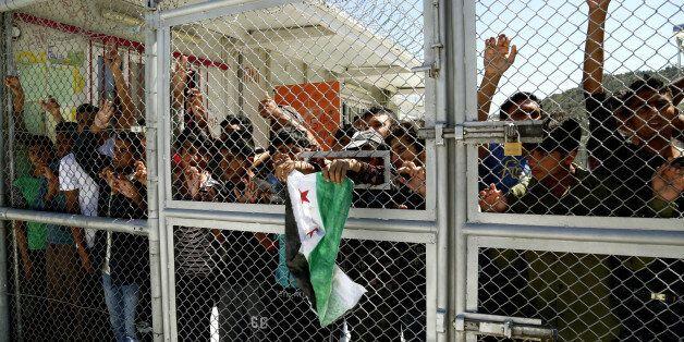 Ολονύχτιες συγκρούσεις στο hot spot της Μόριας με πολλούς ανήλικους
