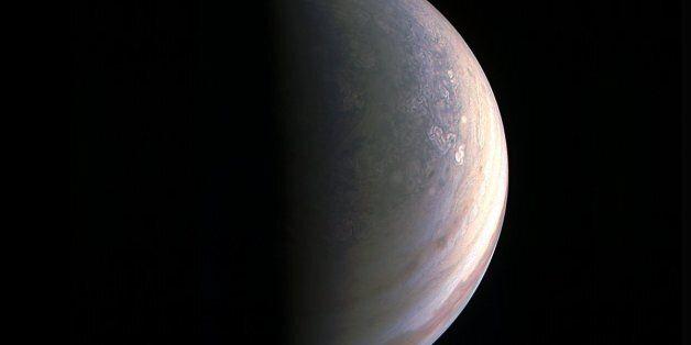 Πρωτοφανείς στο Ηλιακό Σύστημα εικόνες: Το διαστημόπλοιο Juno της NASA τράβηξε τις πρώτες φωτογραφίες...