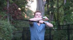 YouTuber (φαίνεται να) κατέληξε στο νοσοκομείο αφού «επίδειξη» με σπαθί νίντζα πήγε