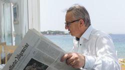Ο Γιούνκερ δίνει συνέντευξη για την Ελλάδα από παραθαλάσσια ταβέρνα στην