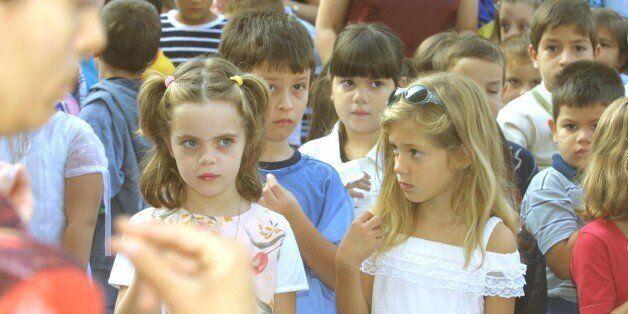 Θόρυβος με φημολογίες περί «εξοστρακισμού» της προσευχής στα σχολεία, με εγκύκλιο του υπουργείο