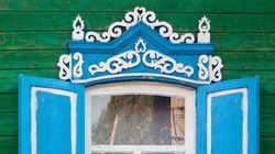 Ο φωτογράφος που προσπαθεί να διασώσει τα παραδοσιακά παράθυρα της Ρωσίας πριν
