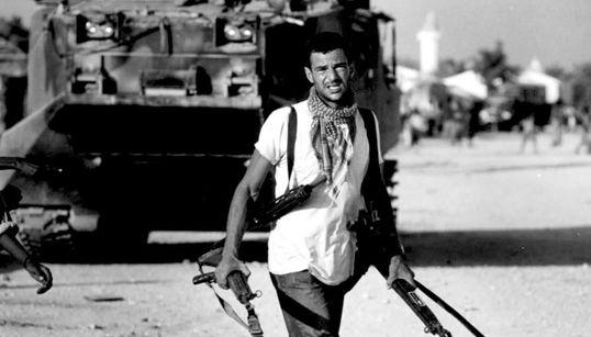Carlos, ο cameraman λιοντάρι των πολεμικών