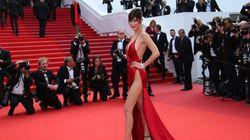 Τι φορούσε τελικά η Bella Hadid μέσα από αυτό το κόκκινο
