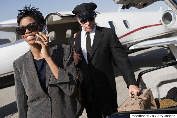 Αεροσυνοδός σε πτήσεις ιδιόκτητων αεροσκαφών VIP εξομολογείται 10 πράγματα που έζησε και παραξενιές