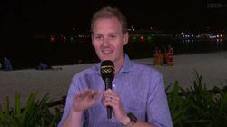 Παρουσιαστής του BBC στο Ρίο προσπαθεί να κρατήσει τα γέλια του ενώ πίσω του ένα ζευγάρι «κάνει