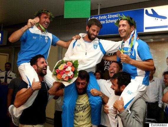 Πίσω στην Ελλάδα οι χάλκινοι Ολυμπιονίκες Μάντης και