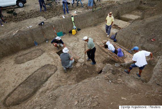 Aρχαιολόγοι ανακάλυψαν μυστηριώδη ξόρκια σε ελληνικό αλφάβητο και σκελετούς 2.000 χρόνων στη