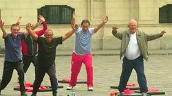 Γυμναστικές ασκήσεις σε δημόσιο χώρο για τους υπουργούς και τον Πρόεδρο του