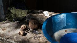 Διεθνής Αμνηστία: Παγιδευμένοι σε απάνθρωπες συνθήκες χιλιάδες πρόσφυγες στην