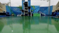 Αλλάζουν το νερό στην «πράσινη» πισίνα του