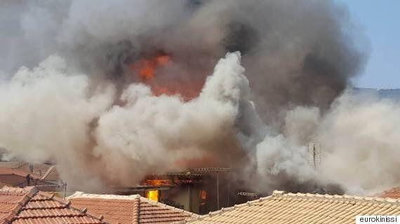 Μεγάλη πυρκαγιά στο κέντρο της Λευκάδας. Στις φλόγες παραδοσιακές ξύλινες