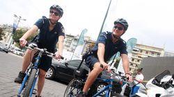 Οι ποδηλάτες της ΕΛ.ΑΣ. βούτηξαν στη θάλασσα και έσωσαν Ισπανίδα τουρίστρια στην