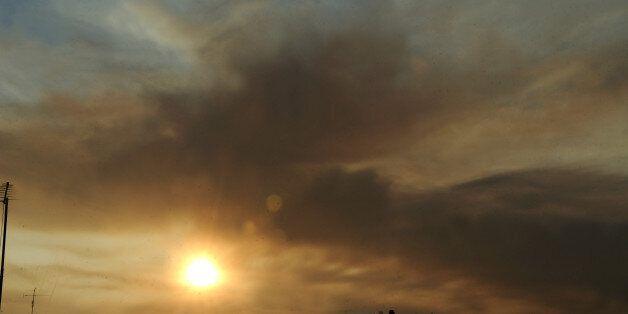 Σε εξέλιξη η πυρκαγιά στη βόρεια