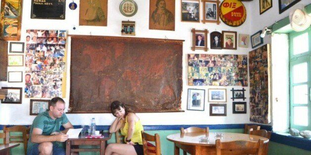 Αφιέρωμα στην Αστυπάλαια: Το καφενείο του Μουγγού με τις δεκάδες φωτογραφίες που θυμίζει