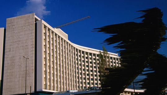 Τo καυτό ξενοδοχειακό καλοκαίρι της Αθήνας: Τα εγκαίνια, οι πλειστηριασμοί και οι