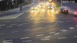 Ένα ταξί γλιτώνει ποδηλάτη από βέβαιο θάνατο (και όλο αυτό καταγράφεται σε