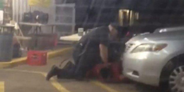 Βίντεο από τη στιγμή που αστυνομικοί πυροβολούν εν ψυχρώ αφροαμερικάνο στη Λουιζιάνα προκαλεί