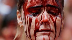 «Ιερή» οργή για το «έθιμο» που απαιτεί τώρα και το θάνατο της μητέρας του ταύρου που σκότωσε τον