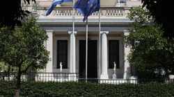 «Δεν αποκλείουμε καμία πρόταση για τον εκλογικό νόμο στο πλαίσιο της απλής αναλογικής», λένε κυβερνητικές