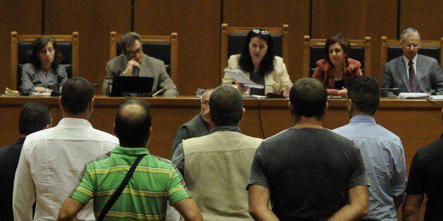 Αντιφάσεις εντόπισε η Έδρα στην κατάθεση του αστυνομικού που ξεκίνησε να καταθέτει στη δίκη της Χρυσής