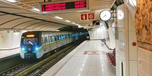 Χωρίς μετρό, Ηλεκτρικό, τραμ, προαστιακό και τρένα την