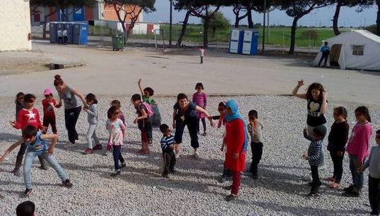 ΜΚΟ Αντιγόνη: Με τα παιδιά των προσφύγων στα