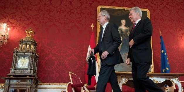 Austrian President Heinz Fischer (r) welcomes his newly elected successor Alexander Van der Bellen of...