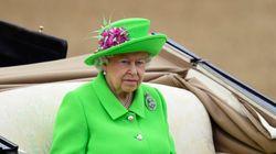 «Σε κάθε περίπτωση, είμαι ακόμη ζωντανή», αστειεύτηκε η βασίλισσα Ελισάβετ με αφορμή το