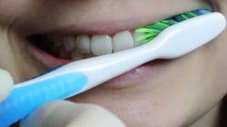 Νομίζετε ότι βουρτσίζετε σωστά τα δόντια σας; Για δείτε αυτό το βίντεο και ίσως αλλάξετε