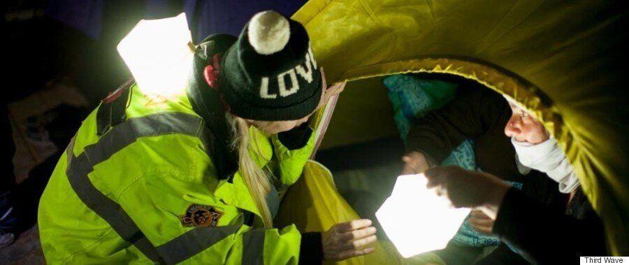 Third Wave Volunteers: Φως στις νύχτες των