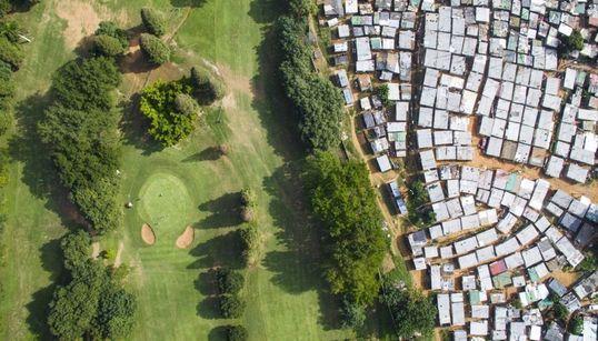Τι χωρίζει τους πλούσιους από τους φτωχούς: Ένα φωτογραφικό project αποκαλύπτει τη σκληρή