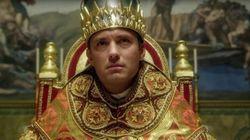 Ο Jude Law εντυπωσιάζει ως ο πρώτος Αμερικανός Πάπας στο trailer του «The Young