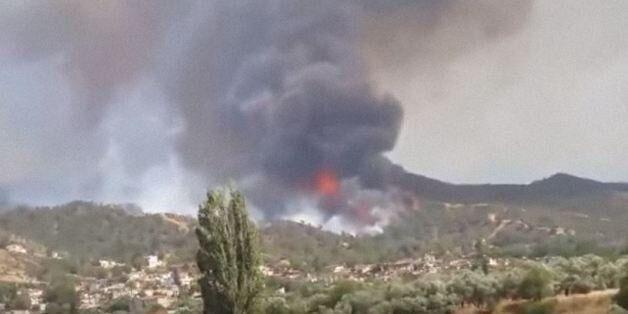 Μαίνεται η πυρκαγιά στην Κύπρο. Ένας νεκρός πυροσβέστης. Ενισχύσεις από Ελλάδα, ΕΕ και