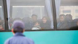 Λάρισα: Εκατοντάδες μετανάστες αρνούνται να αποβιβαστούν από τα λεωφορεία και να μεταφερθούν στη δομή