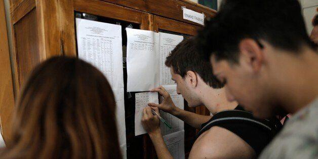 Διαθέσιμες στο διαδίκτυο οι βαθμολογίες των Πανελληνίων