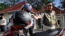 Ο πρωθυπουργός της Καμπότζης πλήρωσε πρόστιμο επειδή δεν φορούσε