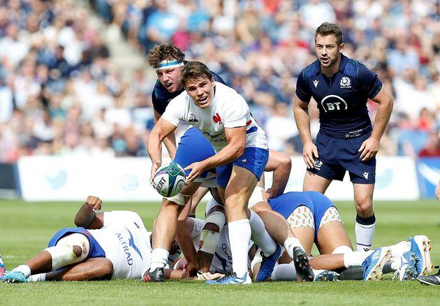 Antoine Dupont, l'un des grands espoirs du rugby français, ici face à l'Ecosse en match...