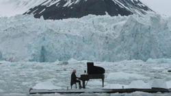 Ο πιανίστας που παίζει μουσική ανάμεσα στους παγετώνες της Αρκτικής θέλει να στείλει ένα ισχυρό